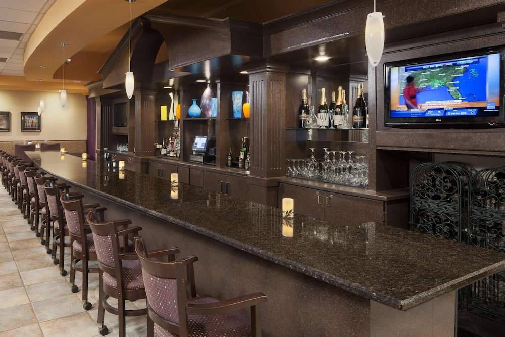 Bar, DoubleTree Suites by Hilton Cincinnati - Blue Ash