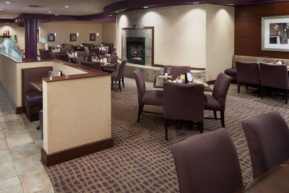 Breakfast Area, DoubleTree Suites by Hilton Cincinnati - Blue Ash