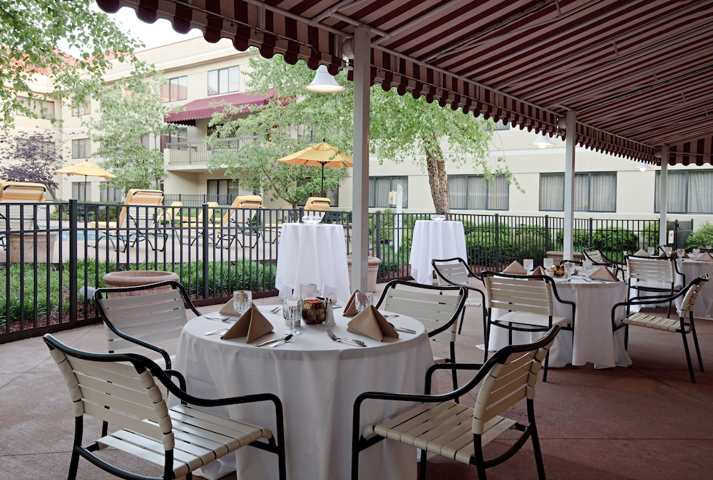 Terrace/Patio, DoubleTree Suites by Hilton Cincinnati - Blue Ash