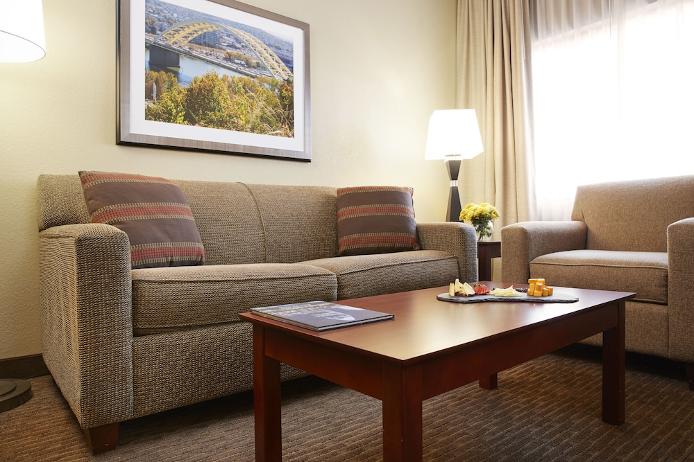 Living Room, DoubleTree Suites by Hilton Cincinnati - Blue Ash