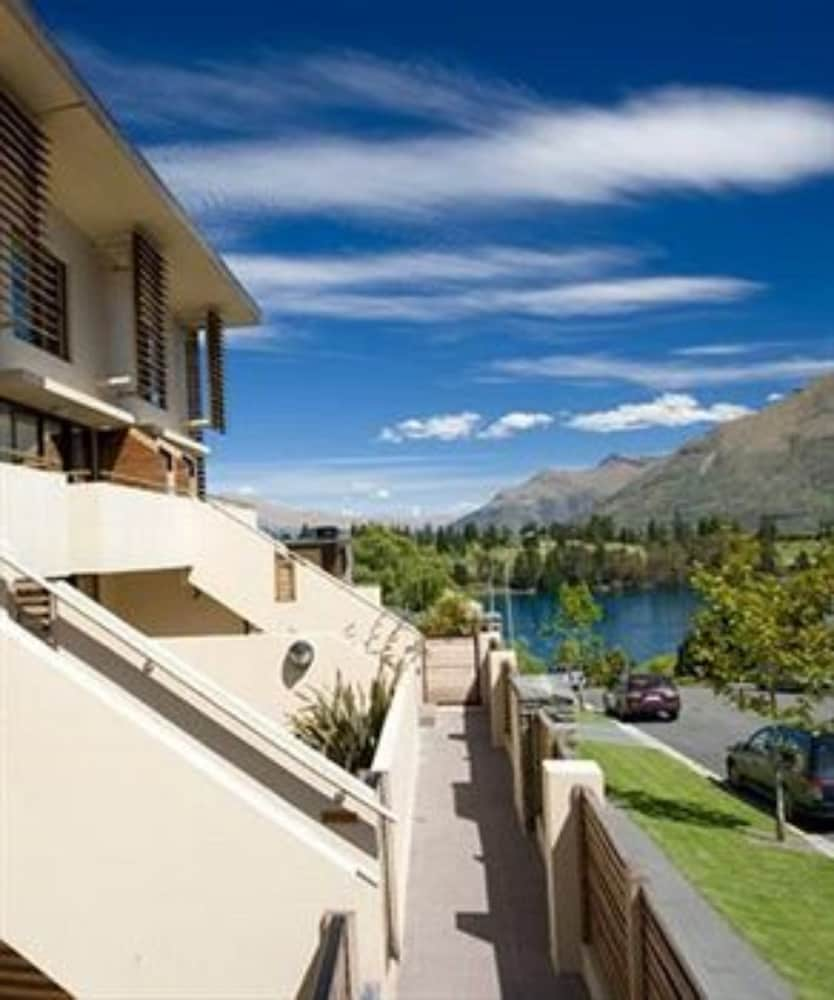 garden court suites and apartments deals & reviews (queenstown