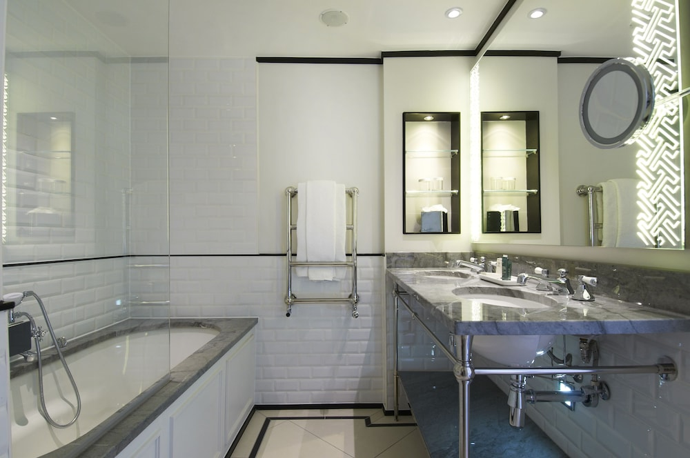 Bathroom, The Waldorf Hilton, London