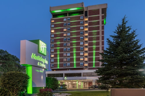 Holiday Inn & Suites Pittsfield-Berkshires, an IHG Hotel