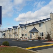 AmeriVU Bluffview Inn & Suites
