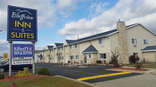 Great Place to stay AmeriVU Bluffview Inn & Suites near Prairie Du Chien