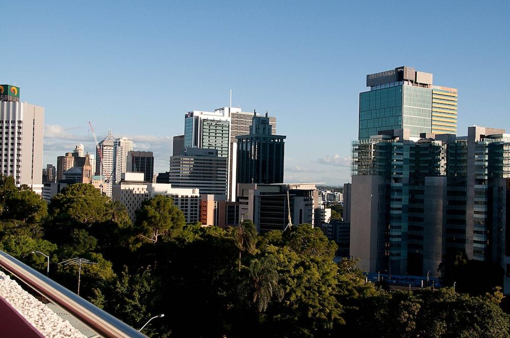 Sat dates in Brisbane