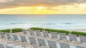 Ubicación a pie de playa, arena blanca y cabañas de playa