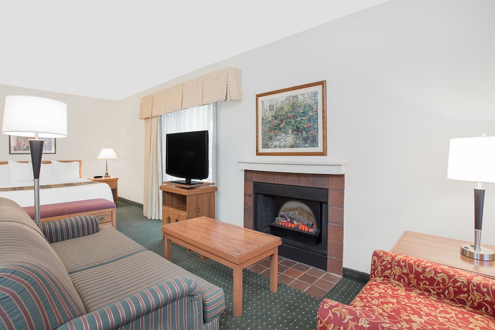 Hawthorn Suites By Wyndham Green Bay 2017 Room Prices From 85 Deals Reviews