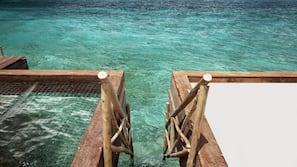 Cabañas de uso gratuito, tumbonas, sombrillas y toallas de playa