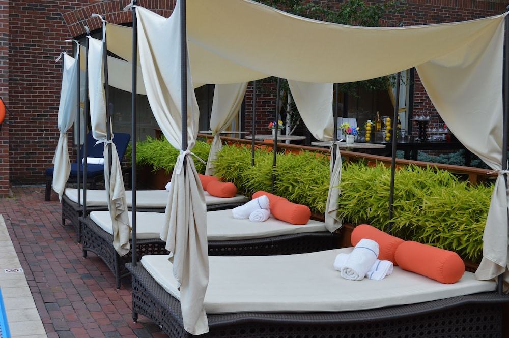 Outdoor Pool, Providence Marriott Downtown