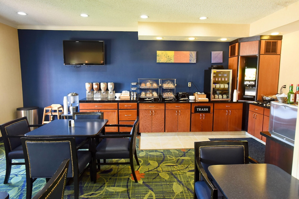 Breakfast Area, Fairfield Inn Topeka