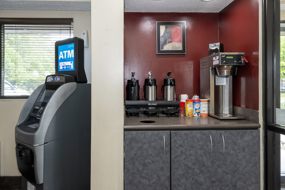 Coffee and/or Coffee Maker, Red Roof Inn Chicago - Lansing