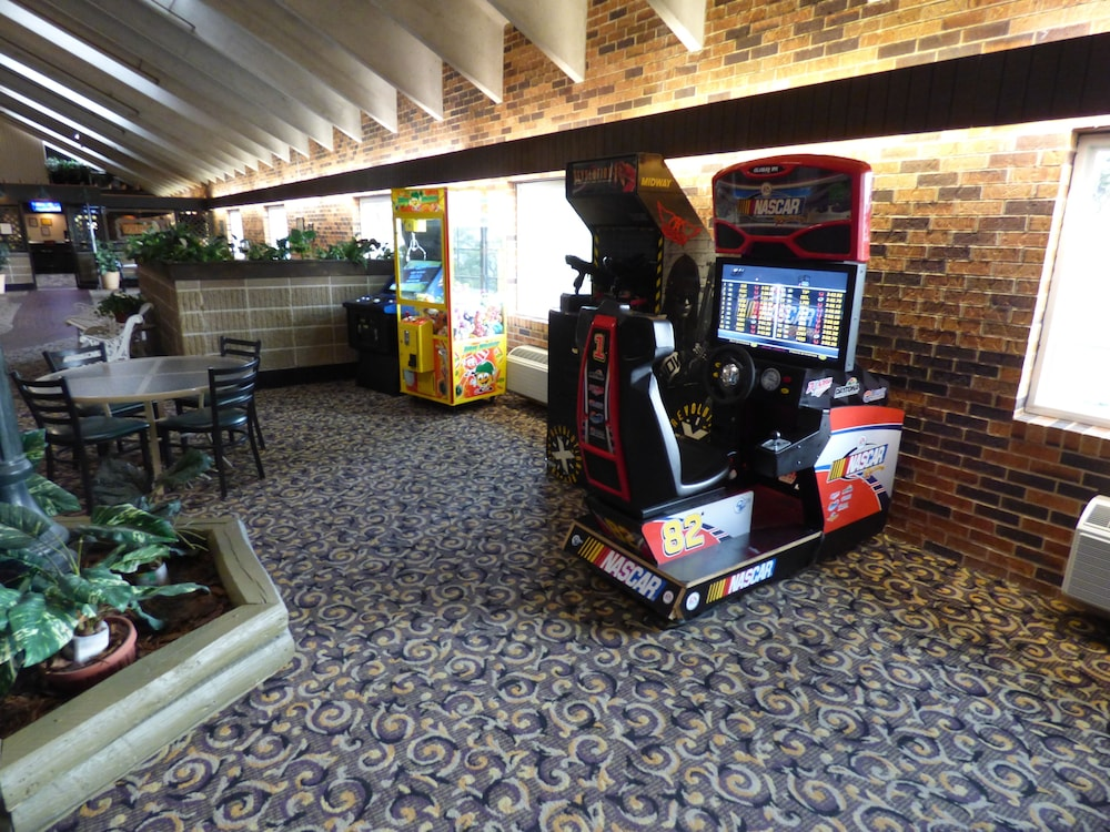 Game Room, Best Western Plus Longbranch Hotel & Convention Center