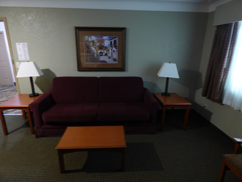Living Area, Best Western Plus Longbranch Hotel & Convention Center