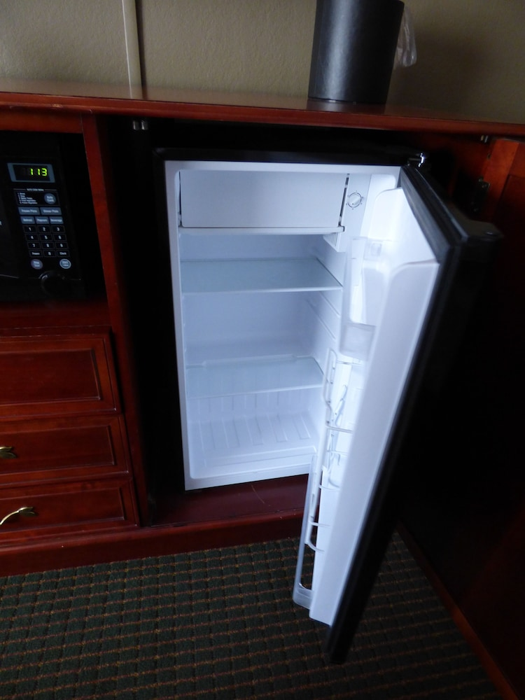 Mini-Refrigerator, Best Western Plus Longbranch Hotel & Convention Center
