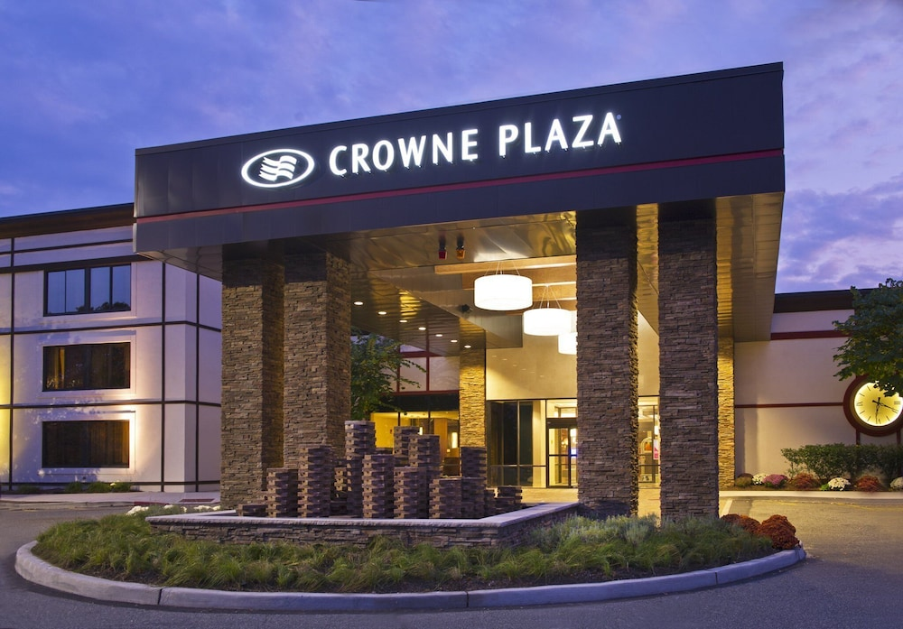 Front of Property, Crowne Plaza Suffern - Mahwah