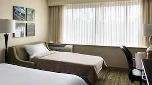 고급 침구, 오리/거위털 이불, 필로우탑 침대, 책상