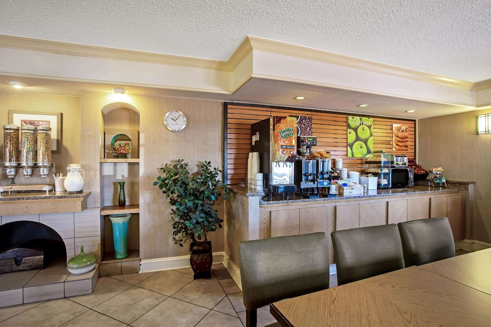Breakfast Area, La Quinta Inn by Wyndham Killeen - Fort Hood