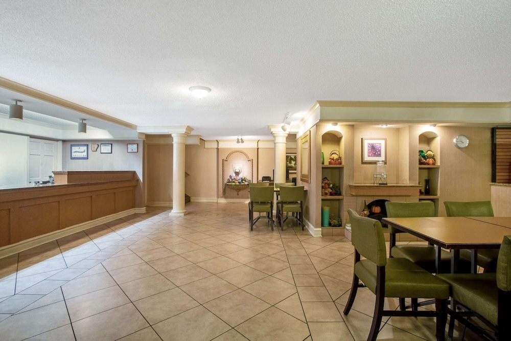 Lobby, La Quinta Inn by Wyndham Killeen - Fort Hood