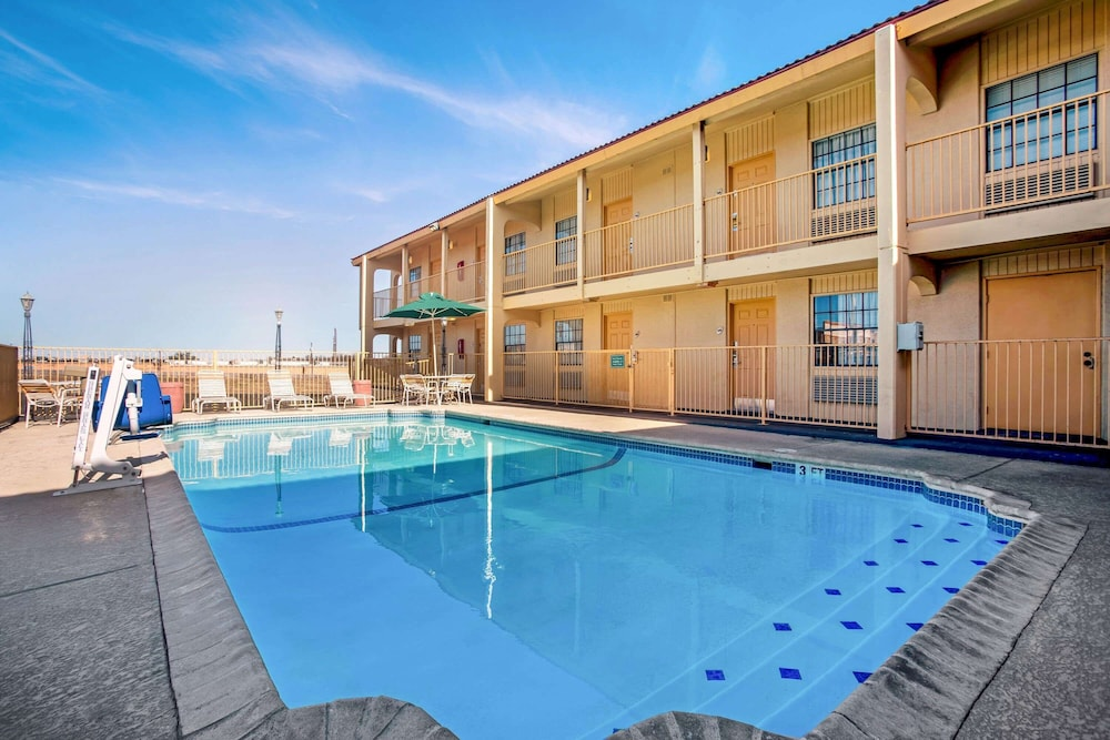 Pool, La Quinta Inn by Wyndham Killeen - Fort Hood