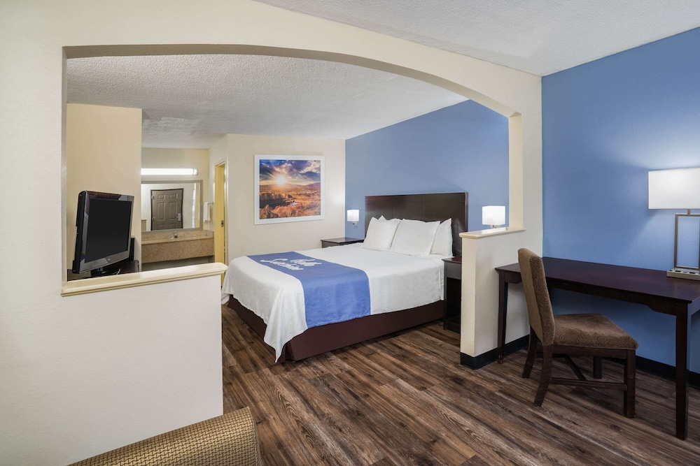 Room, Days Inn by Wyndham Clarksville North