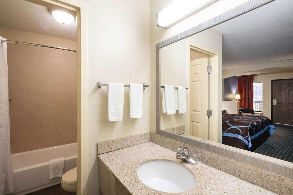Bathroom, Days Inn by Wyndham Clarksville North