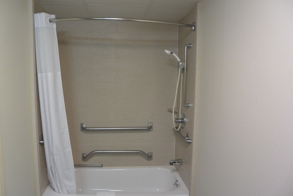 Bathroom Shower, Days Inn by Wyndham Clarksville North
