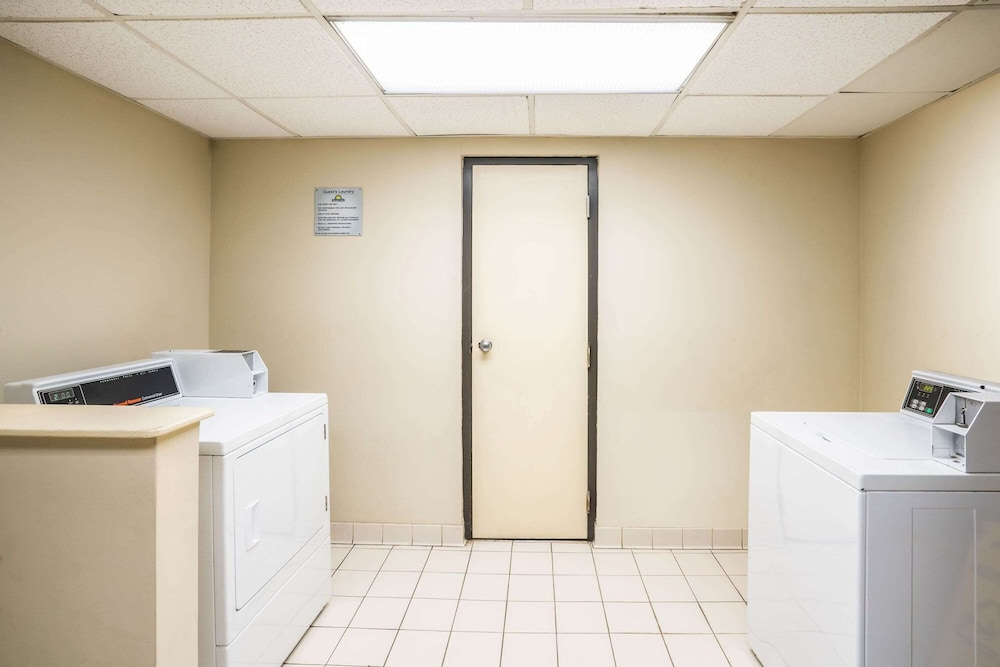 Laundry Room, Days Inn by Wyndham Clarksville North