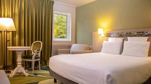 Premium bedding, memory foam beds, in-room safe, soundproofing