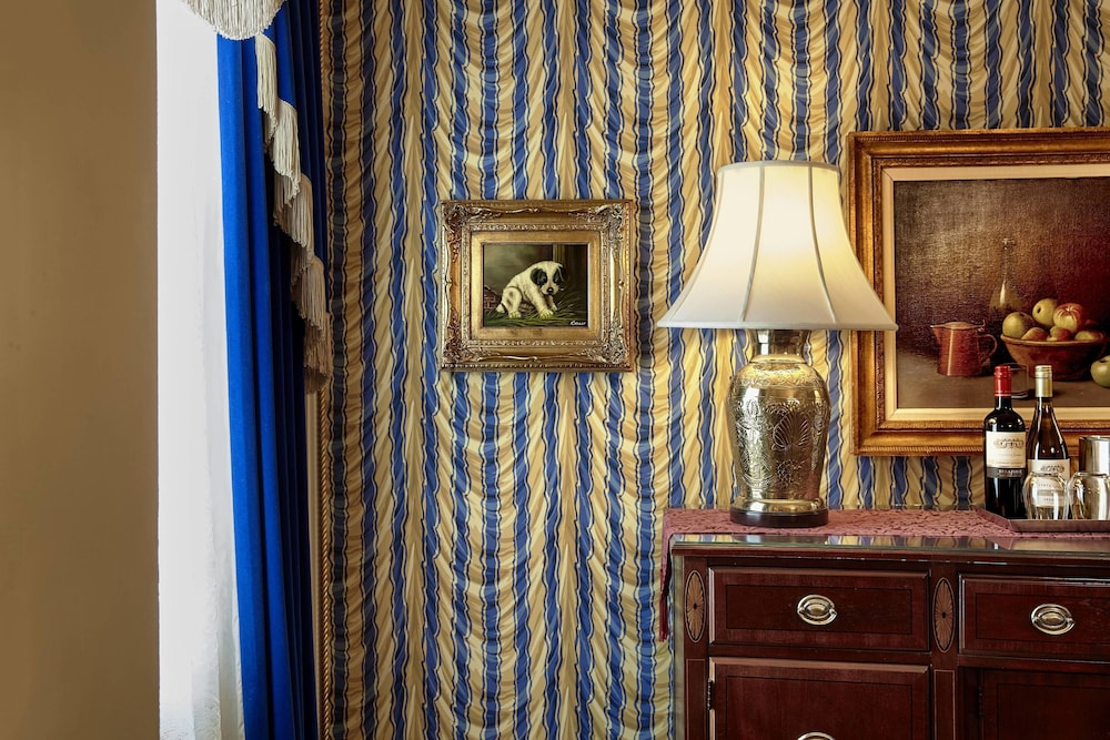 Room, The Hotel Saskatchewan, Autograph Collection