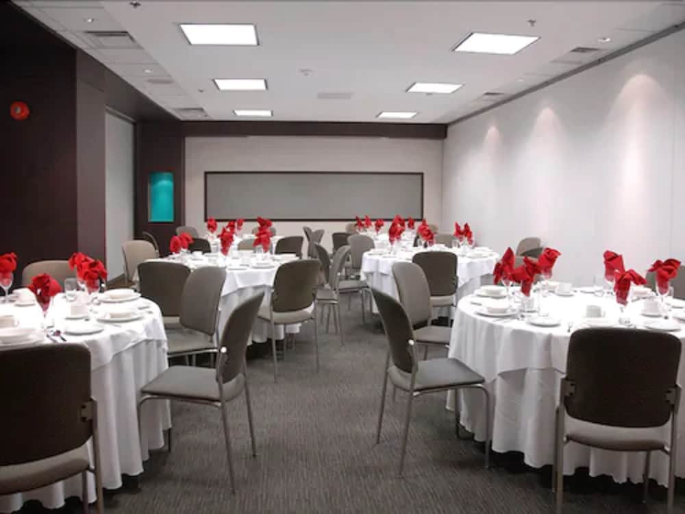 Banquet Hall, Bond Place Hotel