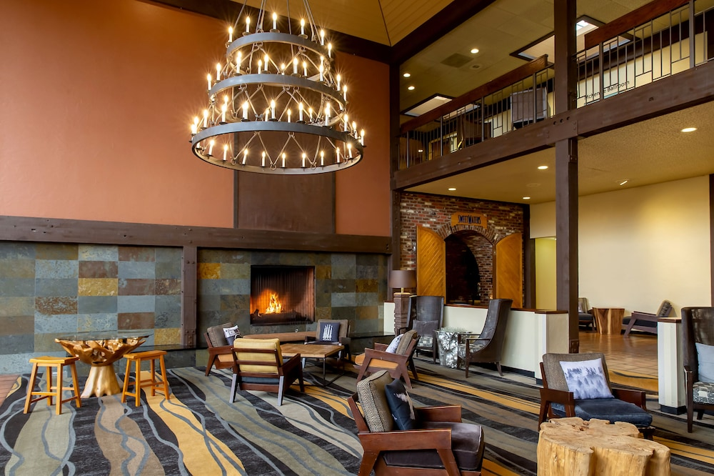 Lobby Sitting Area, Valley River Inn