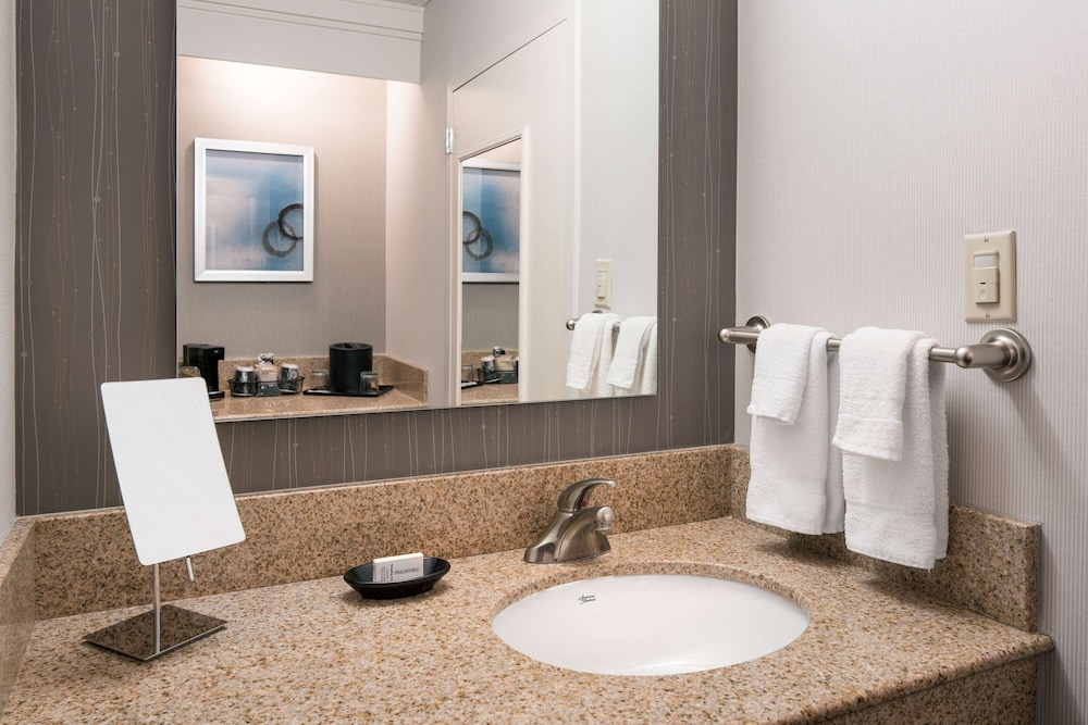 Bathroom, Sonesta Select Los Angeles LAX