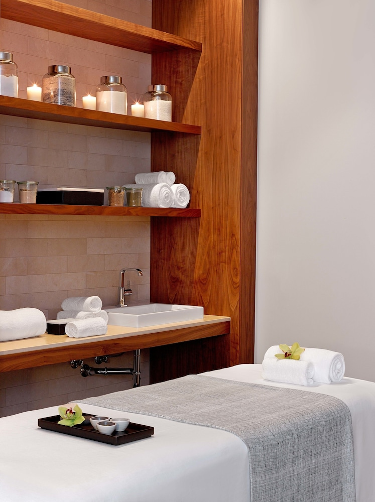 Treatment Room, Andaz Maui at Wailea Resort - a concept by Hyatt