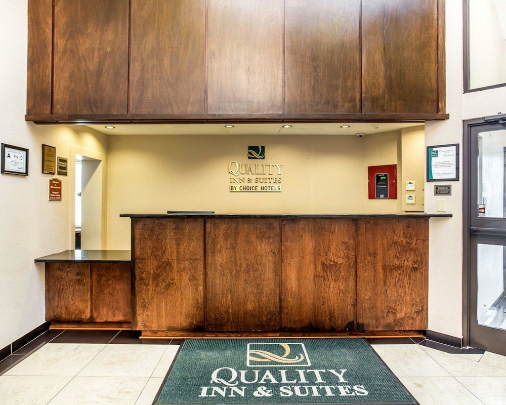 Lobby, Quality Inn & Suites Coliseum