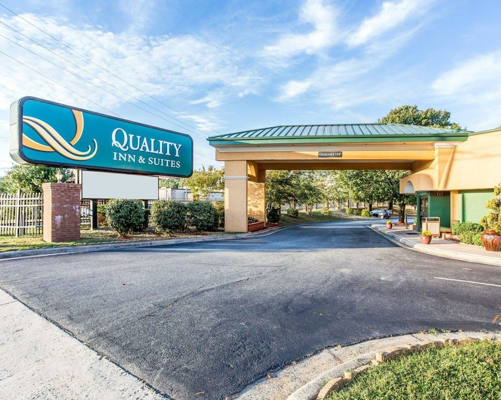 Exterior, Quality Inn & Suites Coliseum
