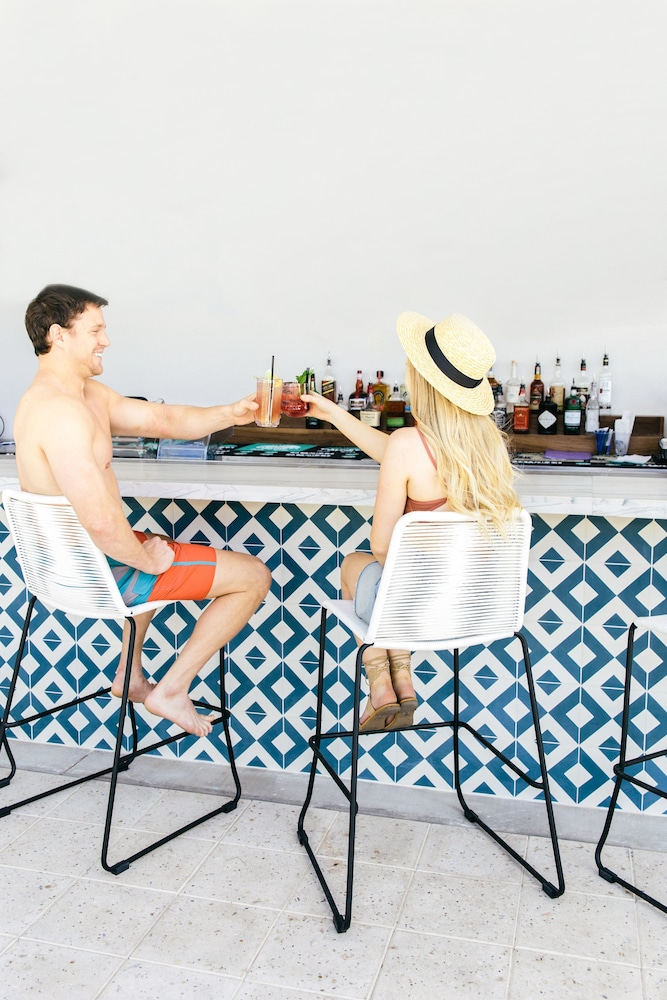 Poolside Bar, Hotel Adeline