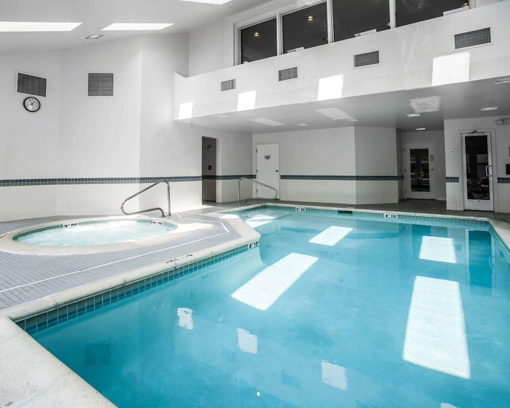 Pool, Comfort Inn Bellingham