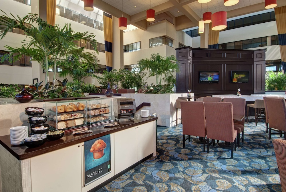 Breakfast Area, Embassy Suites by Hilton West Palm Beach Central
