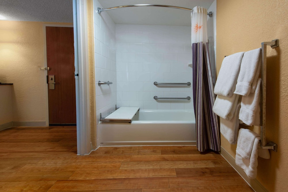 Accessible bathroom, La Quinta Inn & Suites by Wyndham Deerfield Beach I-95