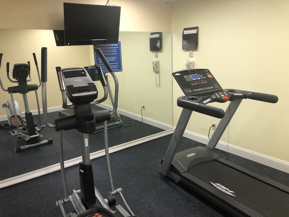 Fitness Facility, Days Inn by Wyndham Fulton