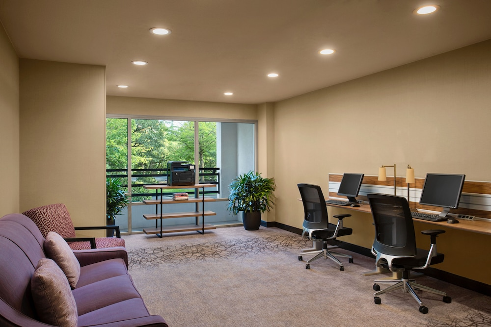 Business Center, Crowne Plaza Portland-Lake Oswego