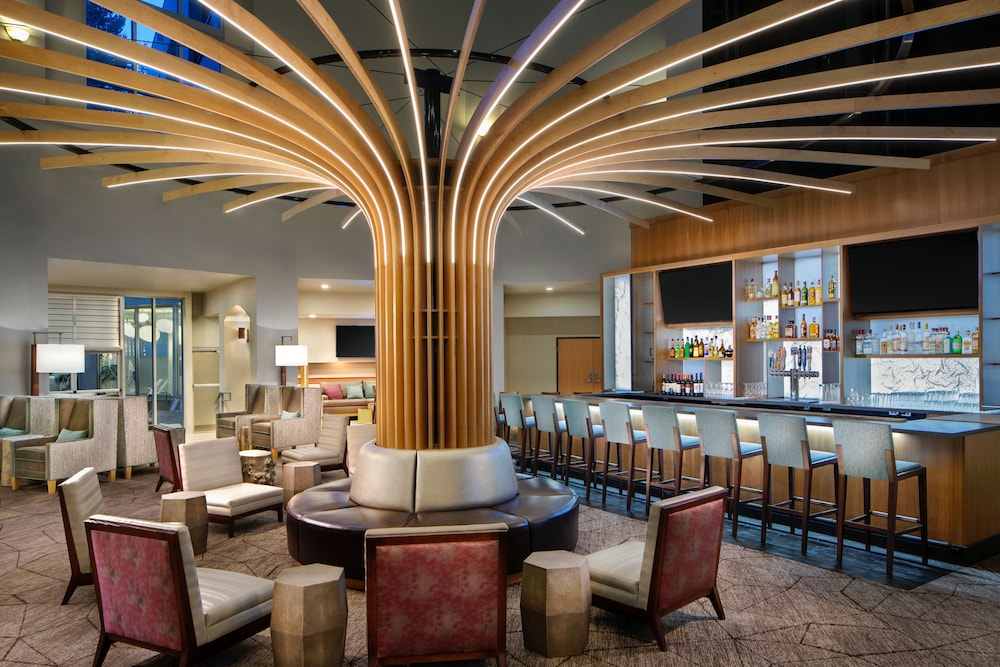Lounge, Crowne Plaza Portland-Lake Oswego