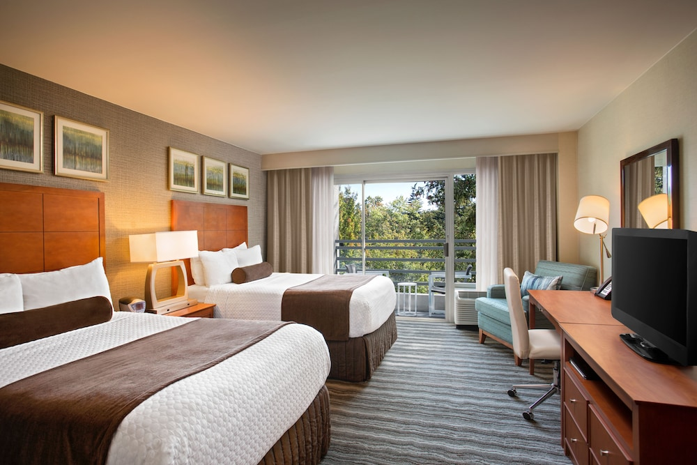 Featured Image, Crowne Plaza Portland-Lake Oswego