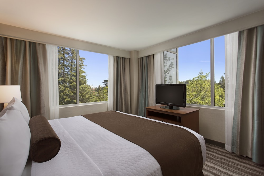 Room, Crowne Plaza Portland-Lake Oswego
