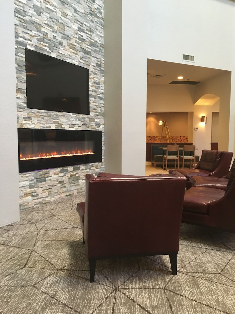 Fireplace, Crowne Plaza Portland-Lake Oswego