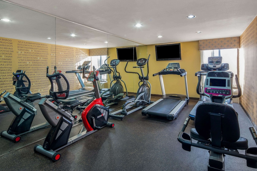Fitness Facility, La Quinta Inn & Suites by Wyndham Oakland Airport Coliseum
