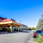 La Quinta Inn & Suites by Wyndham Oakland Airport Coliseum