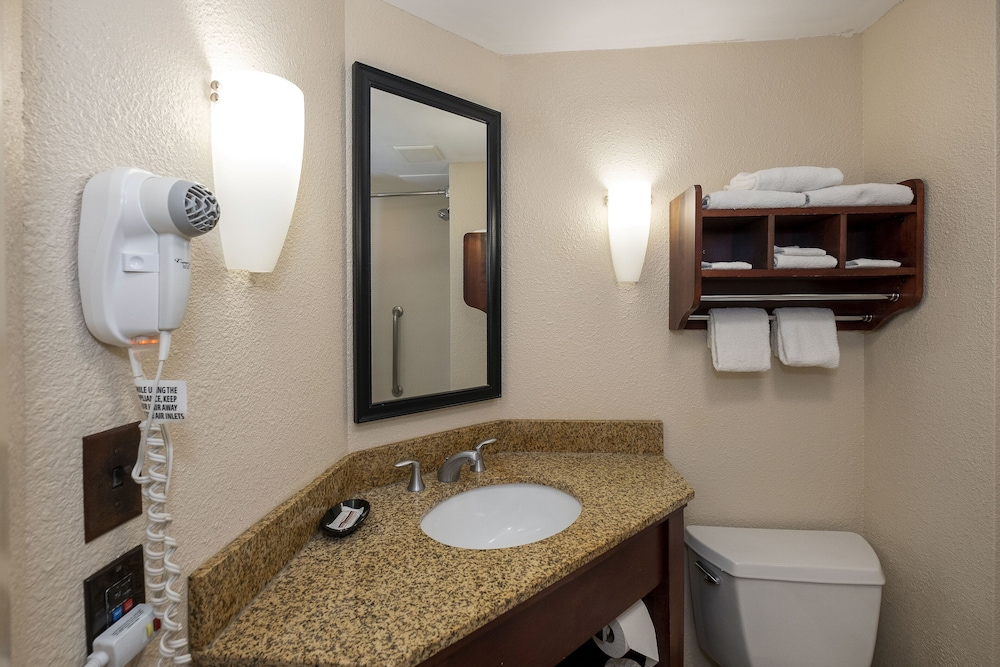 Bathroom, Red Roof Inn Meriden