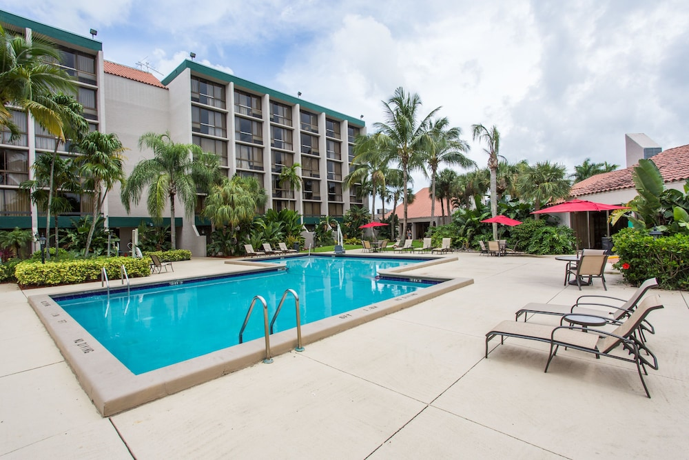 Outdoor Pool, Ramada by Wyndham West Palm Beach Airport